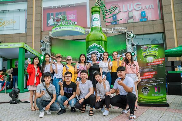 """Hà Hồ, Quang Linh và """"người bí ẩn"""" cùng xuất hiện tạiHuda Central's Top Talent 2019 - 3"""
