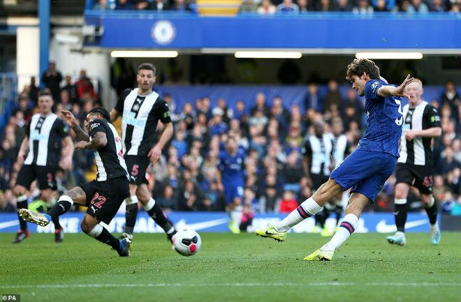 Video highlight trận Chelsea - Newcastle: Người hùng bất ngờ, bay cao xứng đáng (Vòng 9 Ngoại hạng Anh) - 2