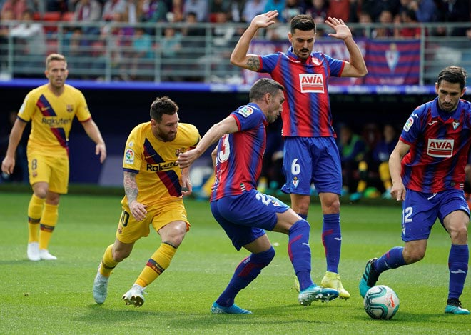 Video highlight trận Eibar – Barcelona: Tuyệt đỉnh Messi, Suarez, Griezmann - 1