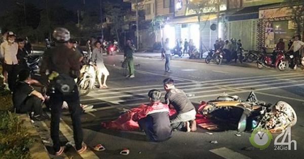 Người thân ngã quỵ, khóc gào bên thi thể thanh niên sau TNGT - Tin tức 24h