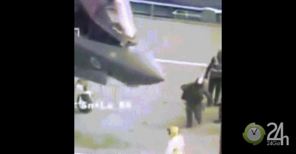 Anh: Tiêm kích F-35 hạ cánh lịch sử, phi công ngã đập mặt xuống đất-Thế giới