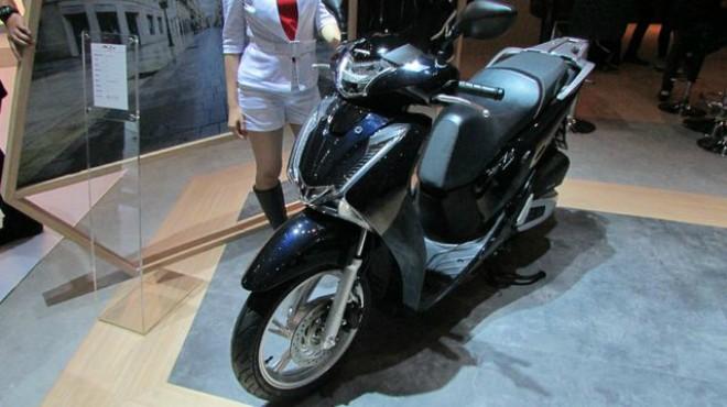 Honda SH150i tại đây có giá chỉ từ 65,5 triệu đồng, rẻ hơn VN gần 20 triệu đồng