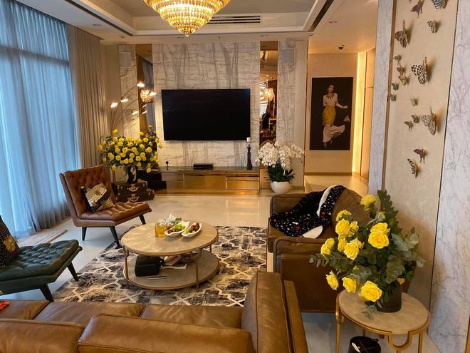 Clip không gian ngập đồ hiệu trong biệt thự triệu đô của hoa hậu Thu Hoài - 1