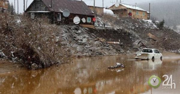 Vỡ đập ở Nga để lộ két sắt chứa 18kg vàng-Thế giới