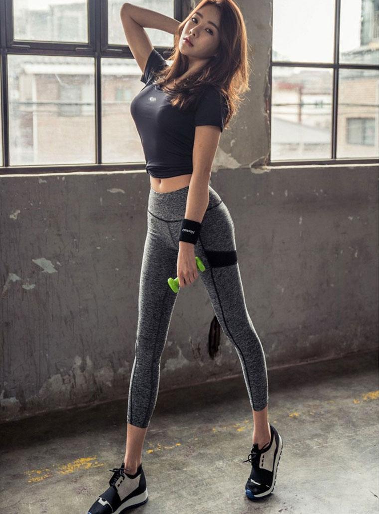 Diện đồ ngắn còn tạo dáng phản cảm, cô gái Trung làm loạn phòng gym - 6