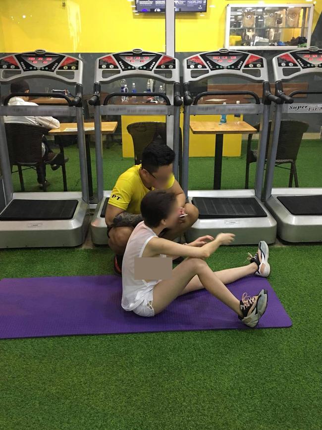 Diện đồ ngắn còn tạo dáng phản cảm, cô gái Trung làm loạn phòng gym - 3