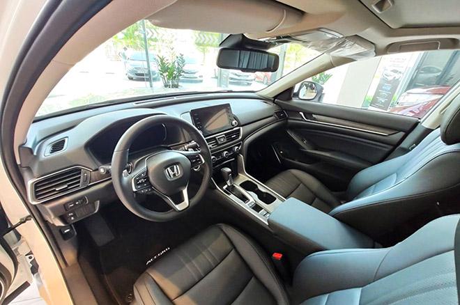 Cận cảnh Honda Accord hoàn toàn mới tại đại lý, giá bán cao hơn Toyota Camry - 10