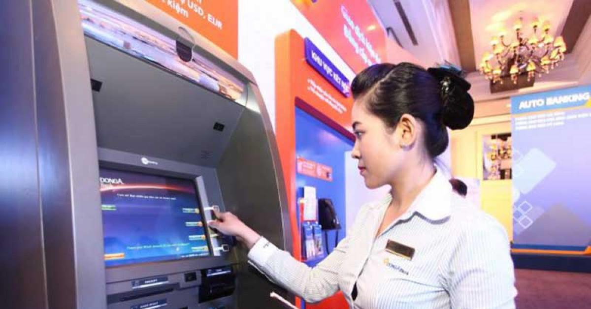 Miễn phí chuyển tiền, rút tiền ATM: Lợi nhiều đường - 1