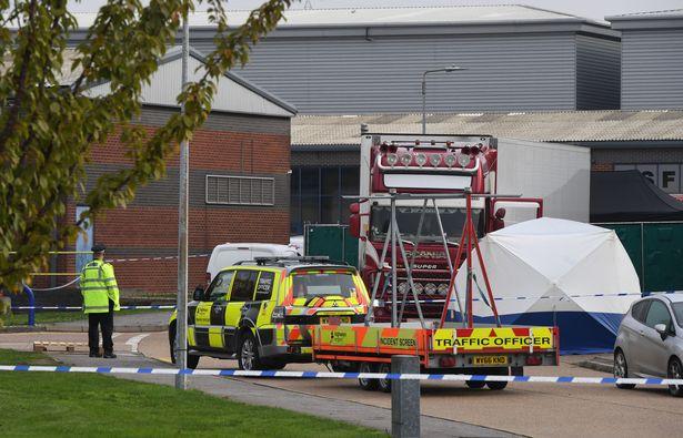 Còn 2 xe khác chở hơn 60 người đi cùng xe container chở 39 người chết vào Anh