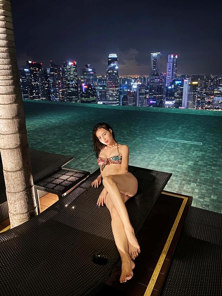 Ninh Dương Lan Ngọc mặc bikini khoe dáng sexy, fan lập tức phát hiện điều này - 3