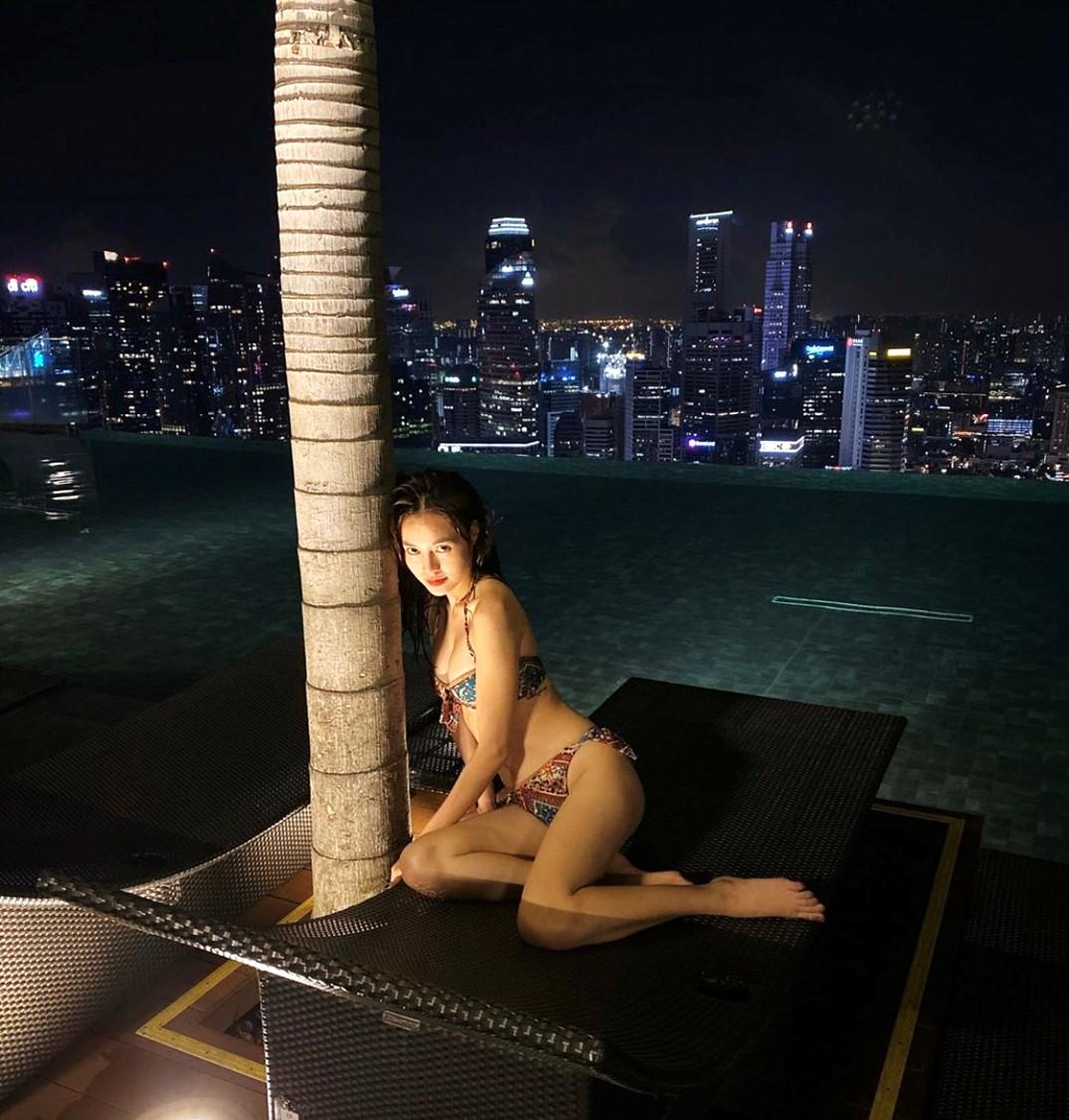 Ninh Dương Lan Ngọc mặc bikini khoe dáng sexy, fan lập tức phát hiện điều này - 2