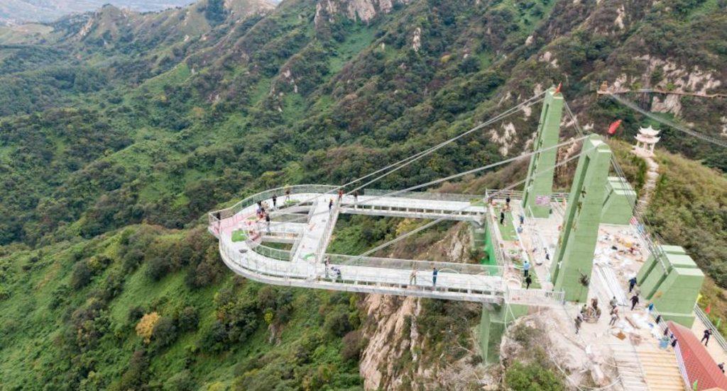 Trung Quốc đóng cửa hàng loạt cầu kính nổi tiếng vì lý do gây sốc - 2