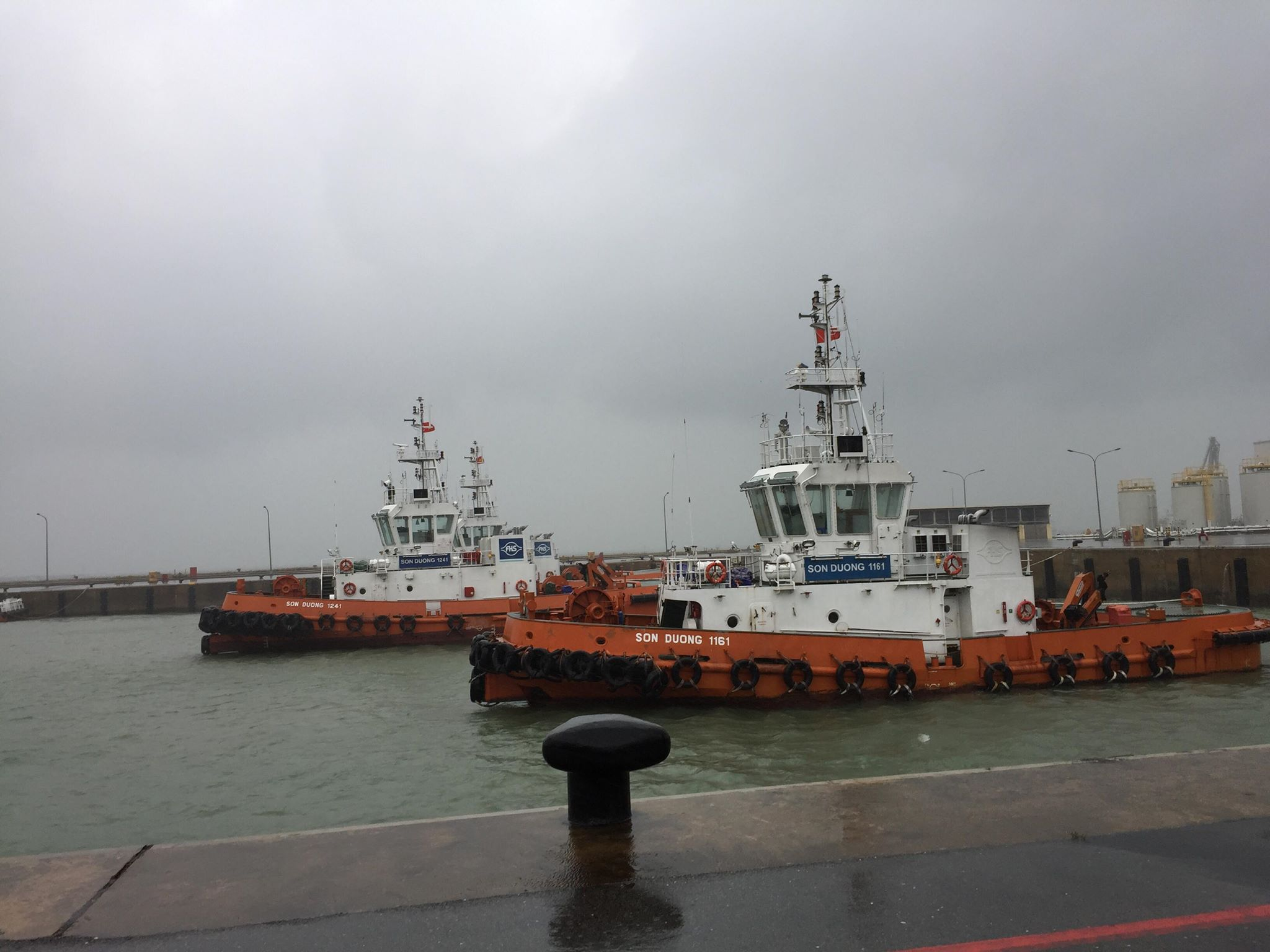 Chìm tàu trên biển Hà Tĩnh, 12 người mất tích