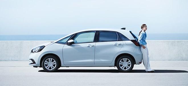 Honda Jazz 2020 trình làng với thiết kế khá tròn trịa cùng khoang cabin rộng rãi hơn - 3