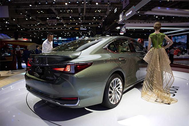 Lexus ES 300h 2019 sắp được nhập khẩu chính hãng tại Việt Nam - 8