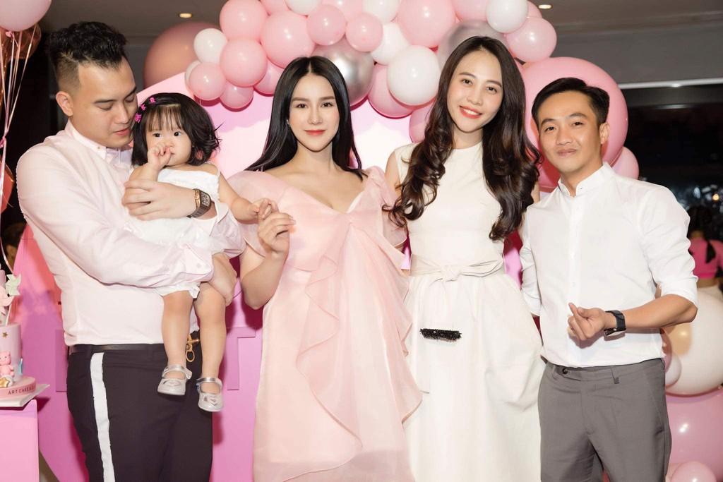 Vợ mới cưới của Cường Đô La lộ vòng hai lớn bất thường - 3