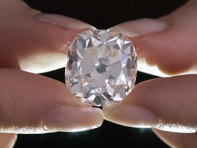 Mua nhẫn cũ 300.000 đồng ở chợ trời, 40 năm sau mới biết là kim cương vài chục tỷ - 1