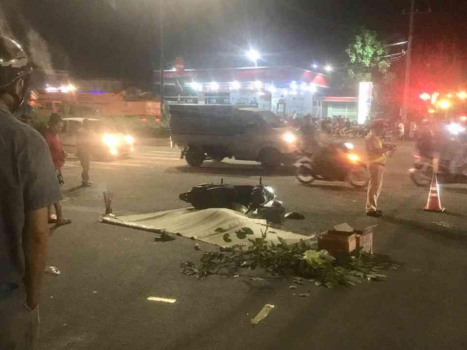 Nóng 24h qua: Người cha cố đẩy con gái khỏi bánh xe container rồi tử vong - 2