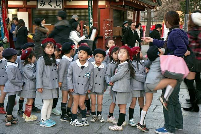 Các kiểu đồng phục học sinh độc lạ nhất thế giới - 1