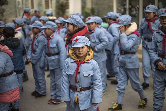 Các kiểu đồng phục học sinh độc lạ nhất thế giới - 4