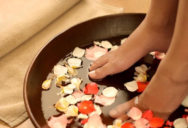 Ngâm chân nước nóng đúng cách, cả đời không cần phải uống thuốc chữa bệnh - 1