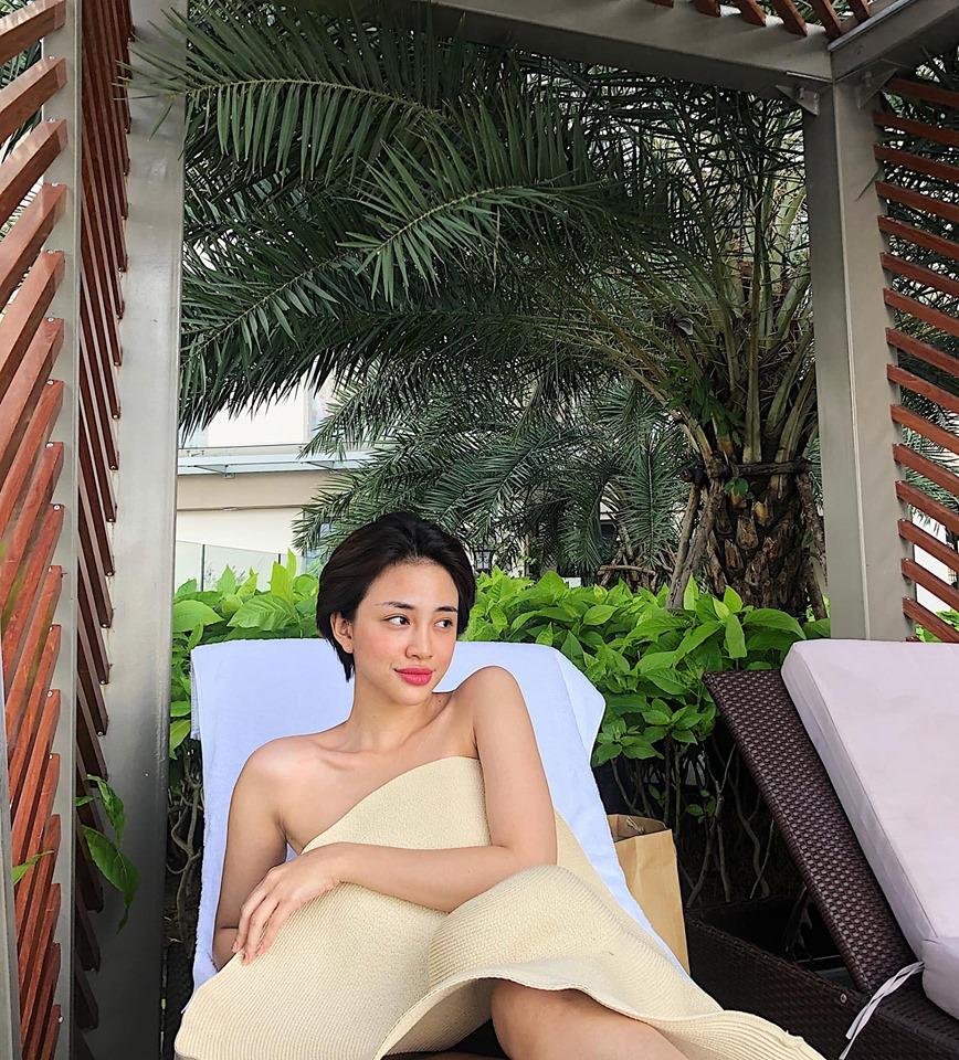 """Sự thật sau bức hình lấy mũ che thân của """"nữ hoàng sexy The Face Việt"""""""