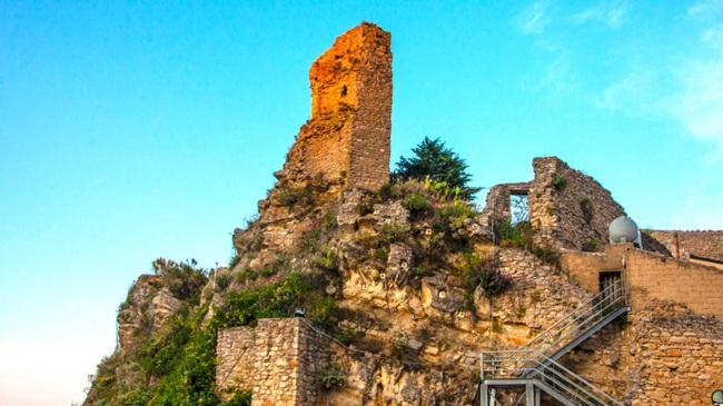 Thị trấn Camarata có kiến trúc cổ kính và cũng là điểm du lịch độc đáo.