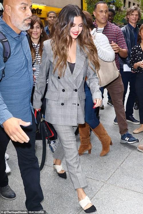 3 cách kết hợp cardigan sành điệu của Selena Gomez - 1