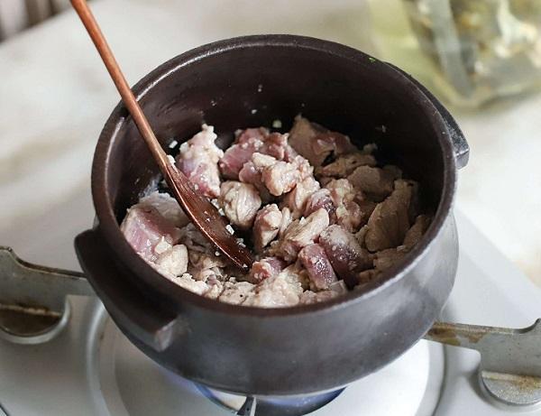 Học người Hàn nấu món canh thịt, không ngờ cả nhà mê tít - 4