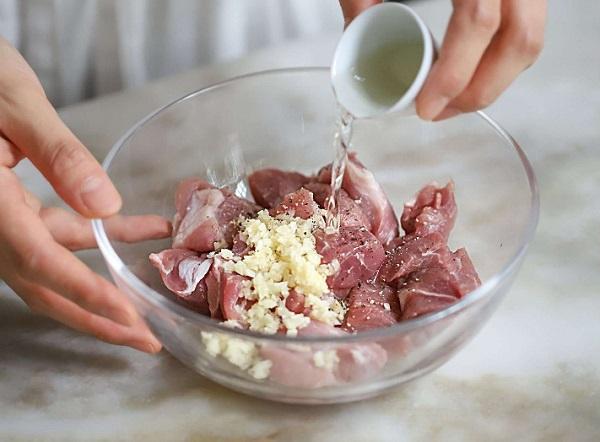 Học người Hàn nấu món canh thịt, không ngờ cả nhà mê tít - 3