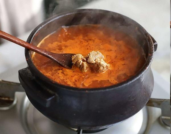 Học người Hàn nấu món canh thịt, không ngờ cả nhà mê tít - 5
