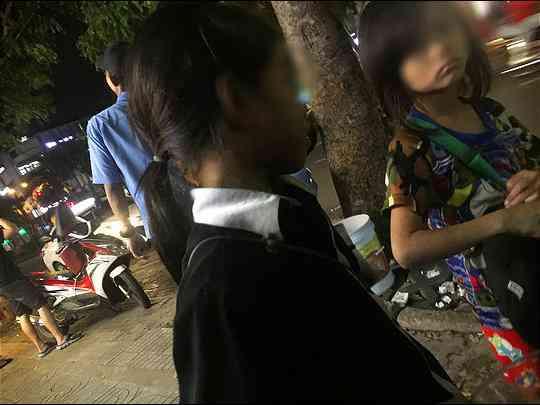 Loạt ảnh đặc tả cảnh trẻ thơ bị đày đọa công khai ở TP HCM - 5