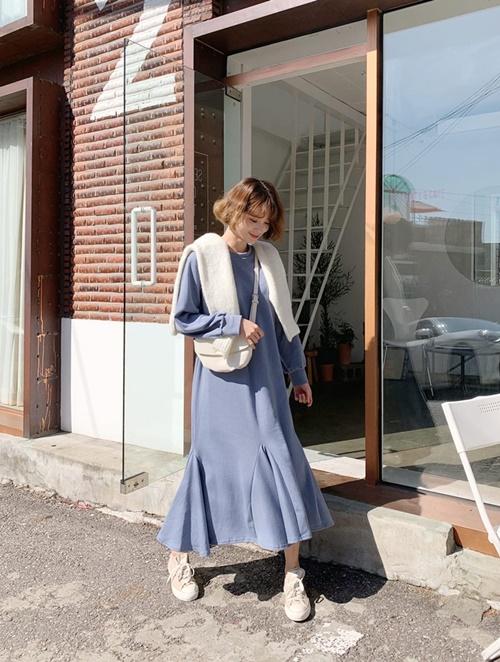 5 cách mặc váy hè siêu chất mùa thu đông - 1