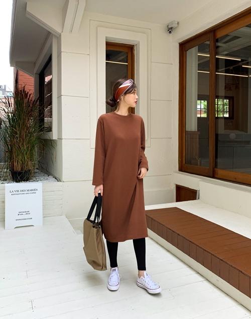 5 cách mặc váy hè siêu chất mùa thu đông - 3