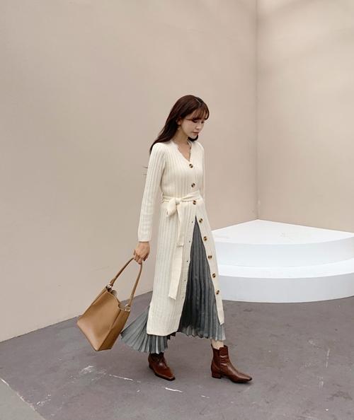 5 cách mặc váy hè siêu chất mùa thu đông - 11
