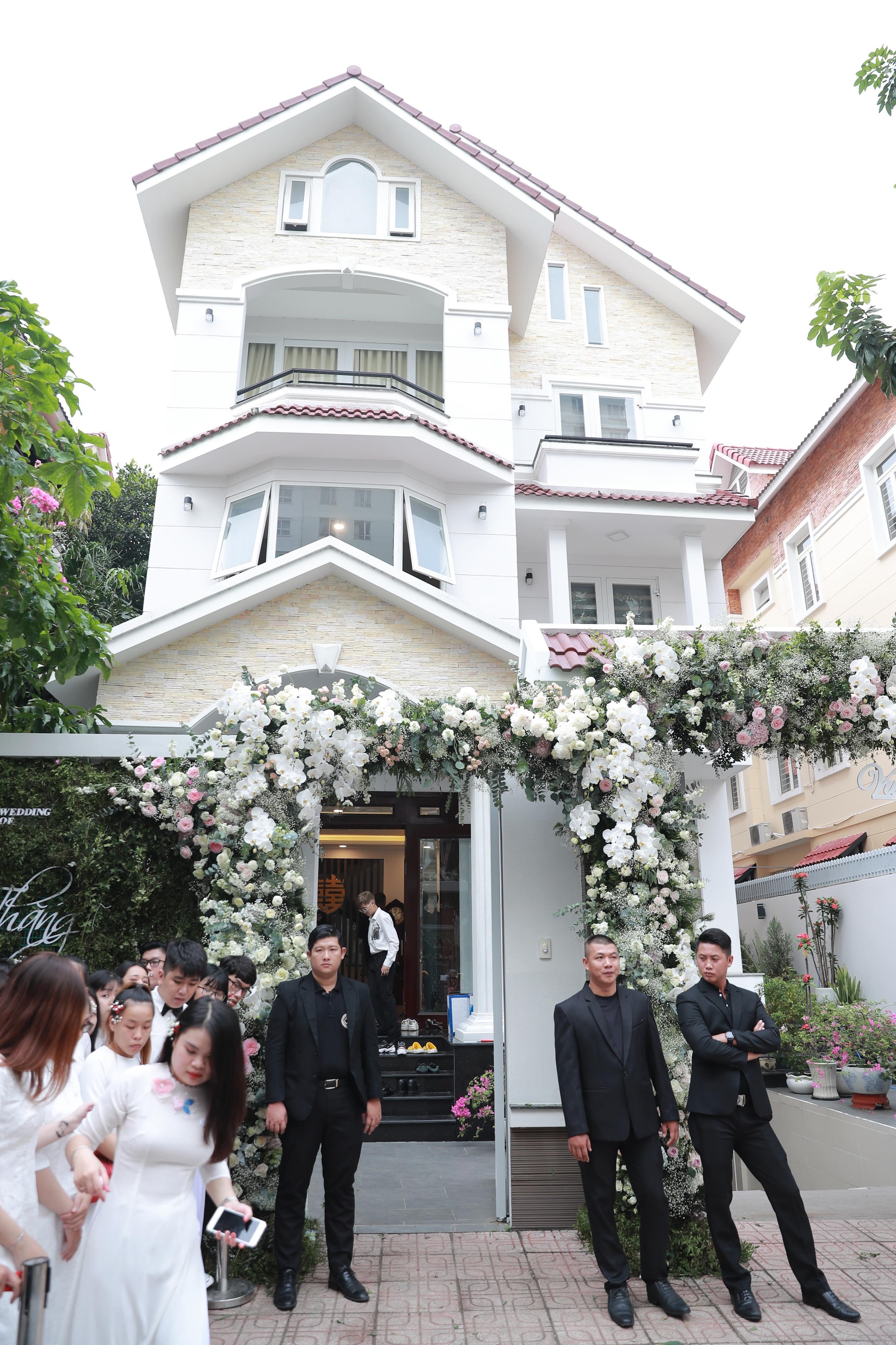 """Cưới Đông Nhi, Ông Cao Thắng rước dâu bằng dàn xe sang cực """"khủng"""" - 6"""