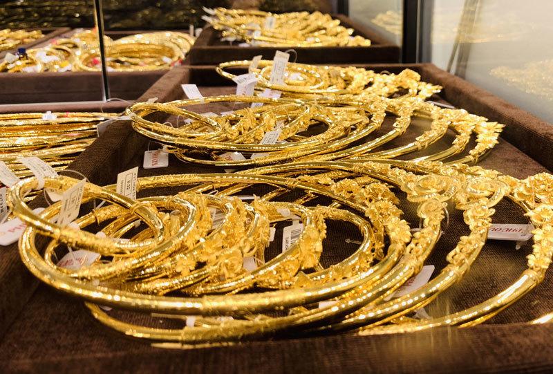 Giá vàng hôm nay 8/11: Qua một đêm, vàng mất ngay nửa triệu đồng/lượng - 1
