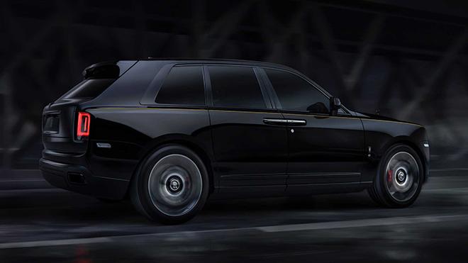 Rolls-Royce vén màn siêu phẩm Cullinan Black Badge, giá từ 382.000 USD - 2