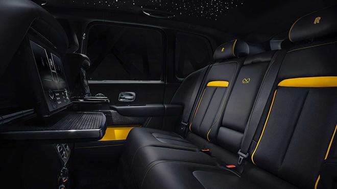 Rolls-Royce vén màn siêu phẩm Cullinan Black Badge, giá từ 382.000 USD - 6