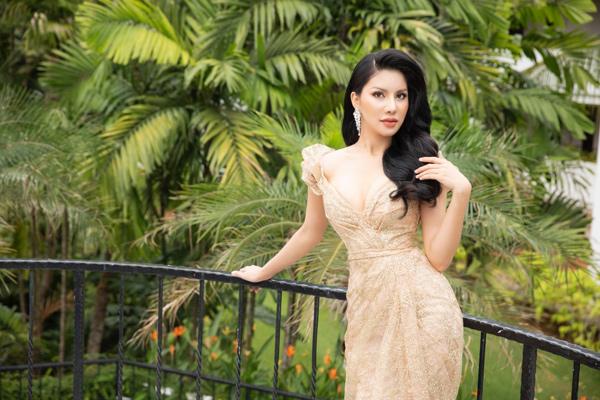 Loan Vương sang Singapore trao vương miện cho người kế nhiệm tại Mrs International - 2