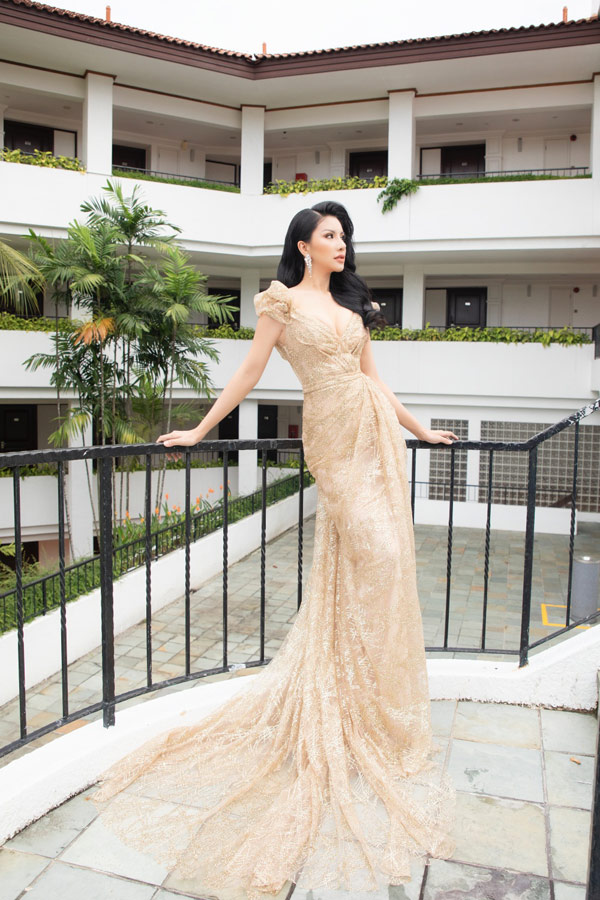 Loan Vương sang Singapore trao vương miện cho người kế nhiệm tại Mrs International - 6