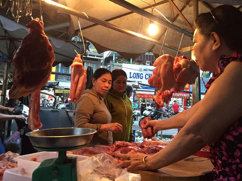 Sốc: Thịt heo hơi lên 78.000 đồng/kg, tranh nhau mua - 1