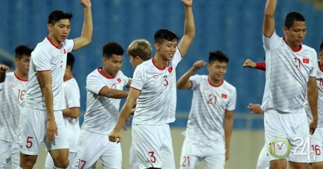 Sốt vé trận Việt Nam - UAE vòng loại World Cup: Phe vé lộng hành