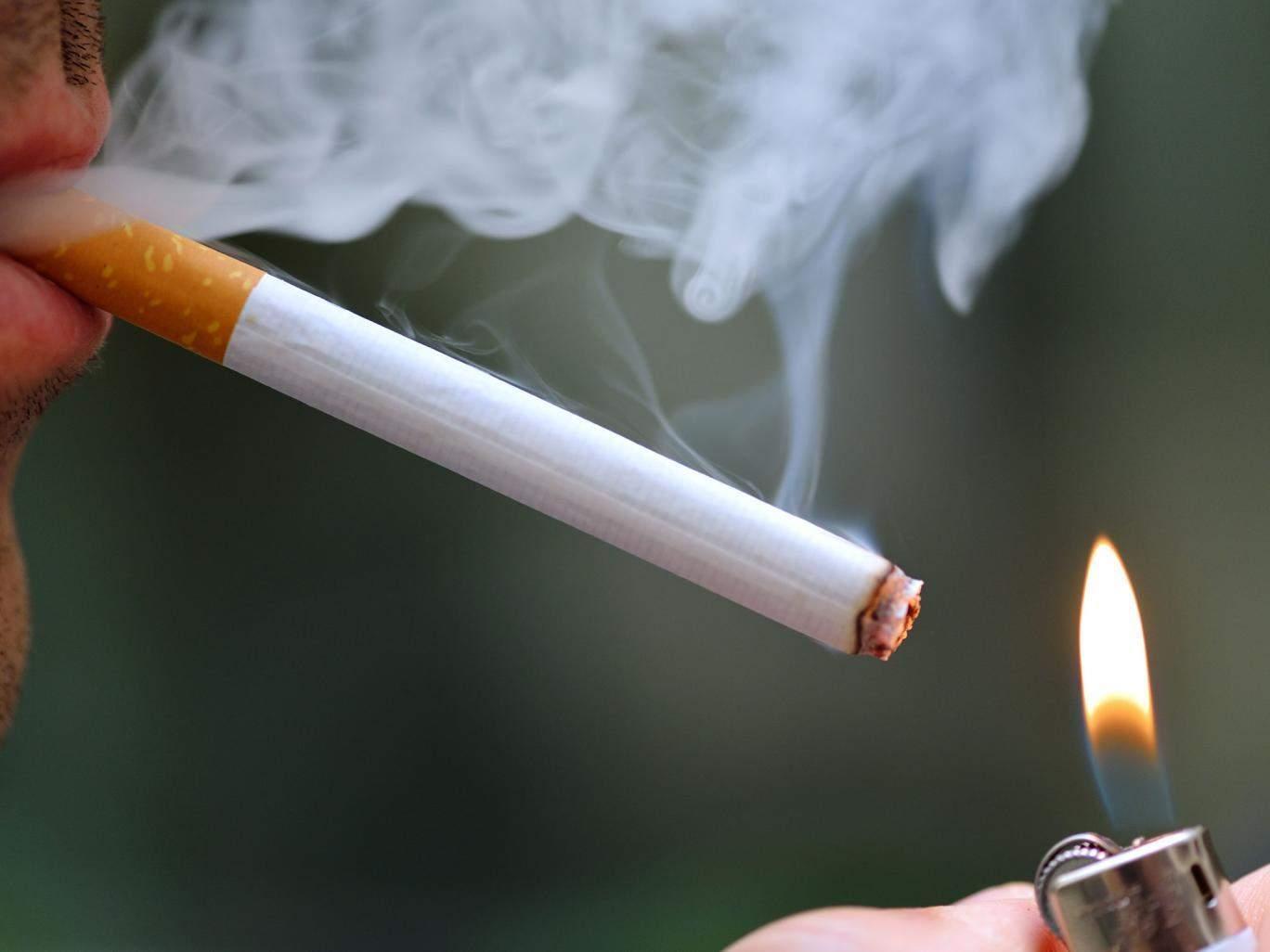 Nam sinh nghiện thuốc lá nặng vì bố và ông nội cho hút thuốc lào từ năm 6 tuổi - 1