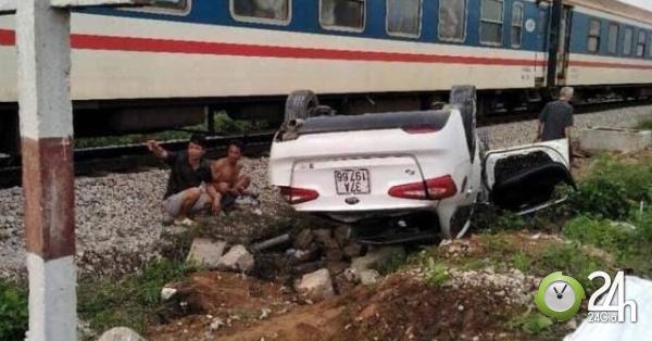 Ô tô bị tàu hỏa tông lật ngửa, nữ tài xế chết thảm - Tin tức 24h