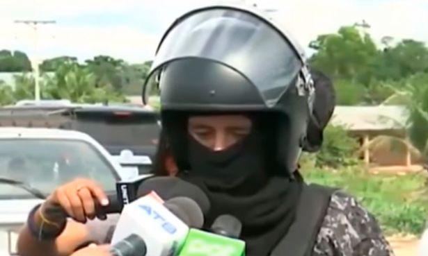 Bolivia: Cảnh sát bị bắn trúng ngực, không hề hấn nhờ vật thiêng mang theo người - 2