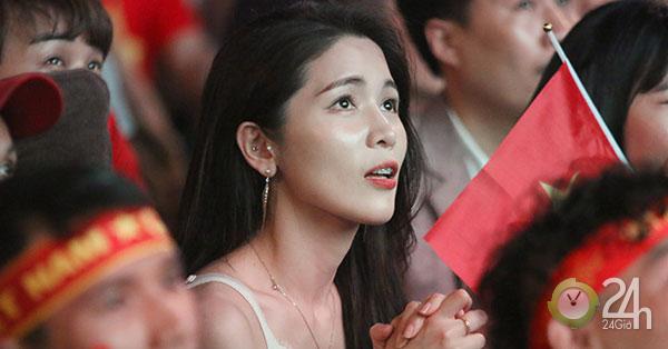 Fan nữ xinh ĐT Việt Nam tròn mắt vì Tiến Linh ghi siêu phẩm-Bóng đá 24h