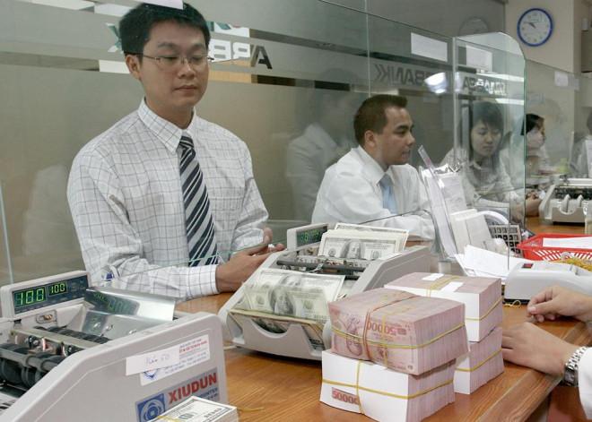 Nợ xấu ngân hàng tăng mạnh, xử lý cách nào? - 1
