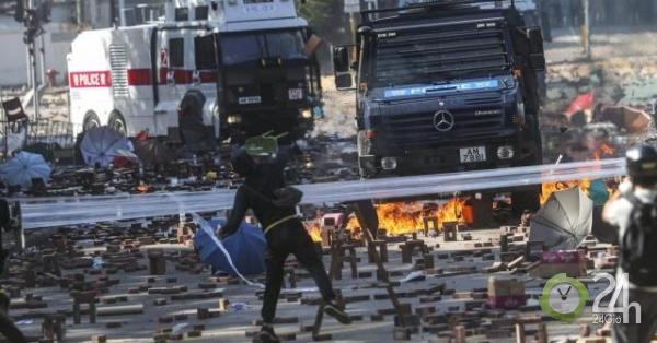 """Cảnh sát Hong Kong lần đầu dùng """"vũ khí âm thanh"""" chống người biểu tình-Thế giới"""