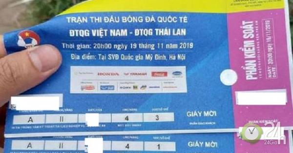 Tặng vé Việt Nam - Thái Lan chợ đen 15 triệu, bố người yêu hứa gả luôn con gái